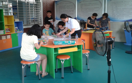 青少年教育活动中心组织开展《关爱青少年科普实践》主题活动