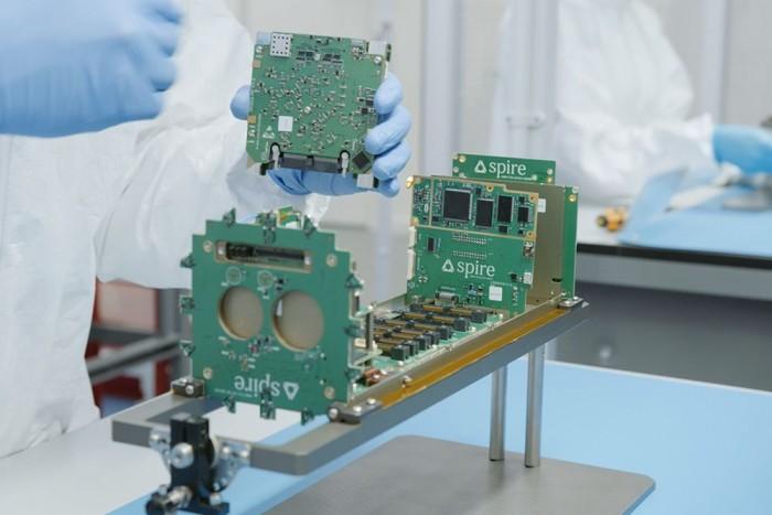 恒达平台登录网址[图]英国发布四颗纳米卫星 可帮助监测航运动向更有效管理码头