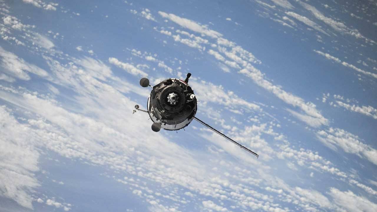 恒达平台登录网址一颗已失效的苏联卫星和废弃的助推器差点在太空中相撞