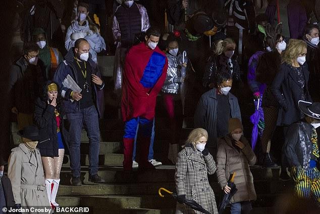 恒达平台登录网址新《蝙蝠侠》一大波新片场照 有人COS超人和神奇女侠