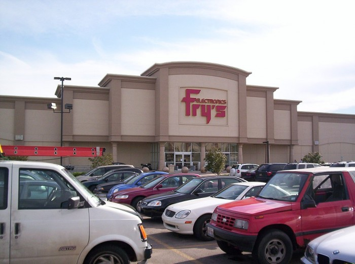 1024px-Fry's_Electronics_in_Downers_Grove,_Illinois.jpg