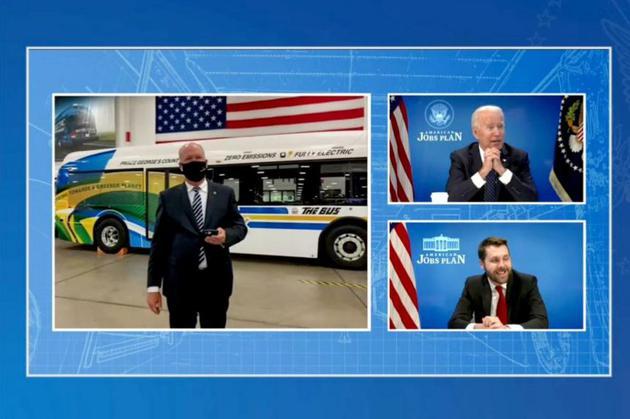 拜登线上参观美国一家新能源汽车生产中心 视频截图