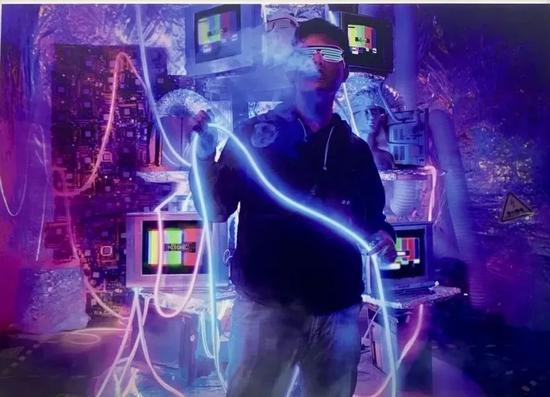 上海蒸汽节电子烟摄影展图片,吞云吐雾被拍摄成潮流风 图源:IT时报