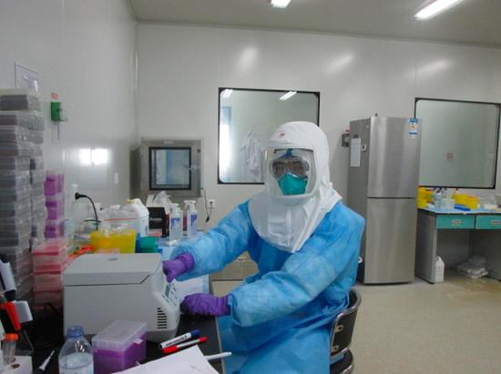 中国疾控中心专家在塞拉利昂支援猴痘疫情图:中国疾病预防控制中心