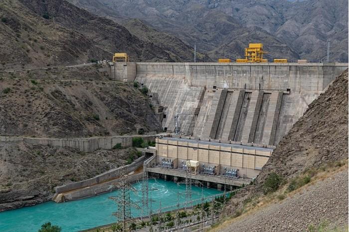 800px-Kurpsai_Dam_in_Kyrgyzstan.jpg