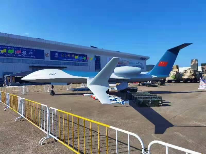 图为彩虹-6大型双发通用无人机与射手系列导弹